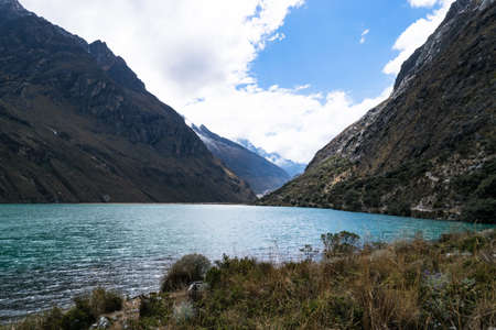 Located in the Cordillera Blanca range near the city of Huaraz in northern Peru, the Santa Cruz trek. Standard-Bild