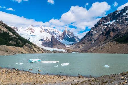 Beautiful snowy mountains in El Chalten - Argentina. Standard-Bild