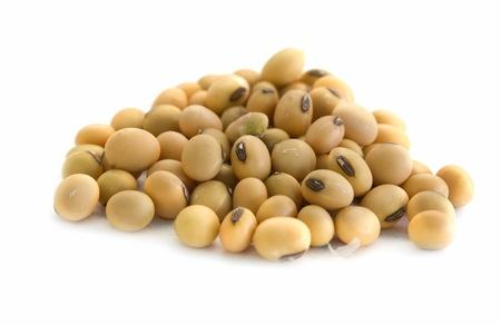 soja: près de fèves de soja dans un fond blanc isolée