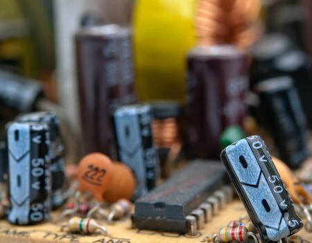 electrical circuit: circuito elettrico con i conduttori e transistor