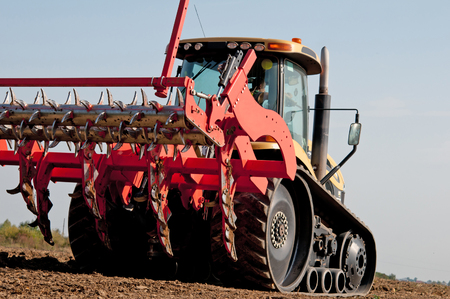 agricultural implements: Loosening carried out in the fields of machinery