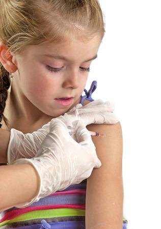 VACUNA: vacunación de los niños en un blanco