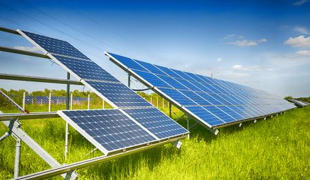 zonne-energiecentrale in de bouw Stockfoto