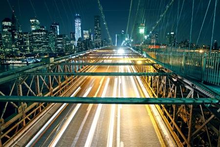 Brooklyn-Brücke Verkehr in der Nacht