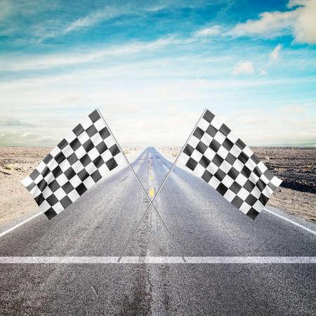 checker flag: carretera con flecha amarilla con la bandera Checker