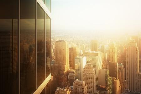 都市の景観は日没でオフィスビルのガラスに映る 写真素材