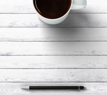 ペンとテキストのための場所でコーヒーを 1 杯