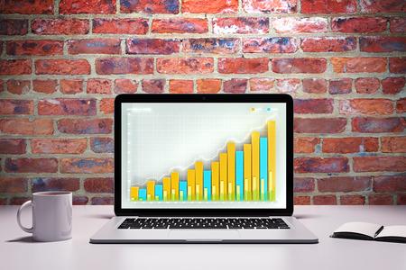 Laptop met business grafiek op een tafel met een kopje koffie en agenda Stockfoto