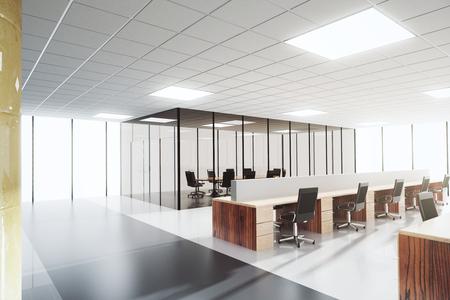 Moderne Lichtraumbüro mit Konferenzraum Lizenzfreie Bilder