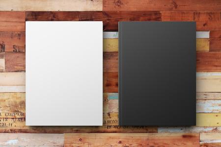 나무 테이블에 빈 흰색과 검은 색 일기, 최대 조롱