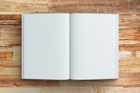 空白の木製テーブルで、日記のページの模擬 写真素材