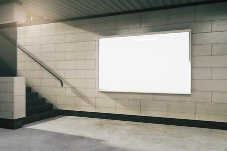 Blanco wit bord in de metro, mock-up