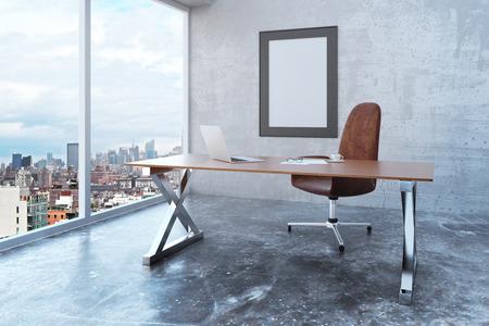 Cornice in bianco in ufficio soppalco con vista sulla città, mobili moderni e pareti e pavimento di cemento, mock up Archivio Fotografico