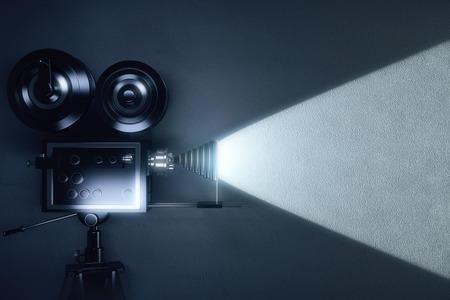 어두운 방에서 영화를 만드는 빈티지 카메라