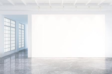consultorio: Maqueta del cartel en blanco en el interior moderno loft con grandes ventanas y piso de concreto
