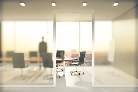 Sala de reuniões com paredes de vidro fosco