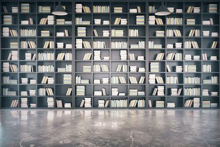 Persönliche Bibliothek mit großen Bücherregal und Betonboden Lizenzfreie Bilder