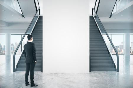 Del Diseño Interior Con Dos Escaleras, Pared En Blanco Y Hombre De ...