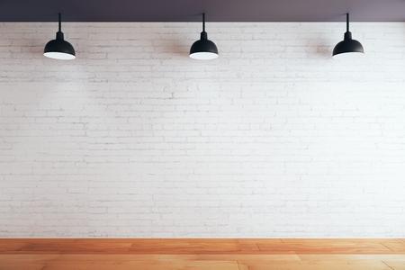 Lege bakstenen muur in de kamer met houten vloer en plafond met lampen. Mock-up, 3D-rendering