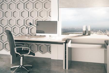 Bureau de bureau créatif avec motif en nid d'abeille sur le mur en arrière-plan et fenêtre avec vue sur la ville. Rendu 3D