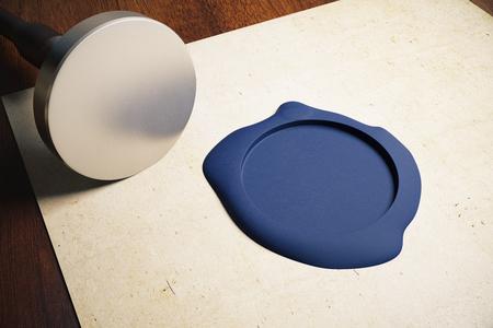 validez: hoja de papel envejecido con el estampador de plata en blanco y el sello azul sobre fondo de madera. Maqueta, 3D