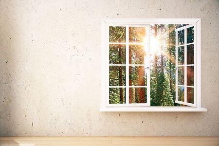 Venster met zonovergoten bosmening in binnenland met lege concrete muur en houten vloer. Bespotten, 3D-weergave Stockfoto