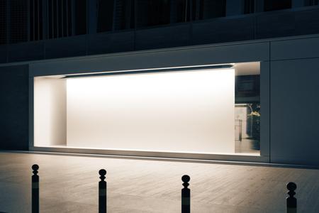 밤에 빈 흰색 포스터와 빈 유리 shopfront의 측면보기. 소매 개념입니다. 모의 3D 렌더링