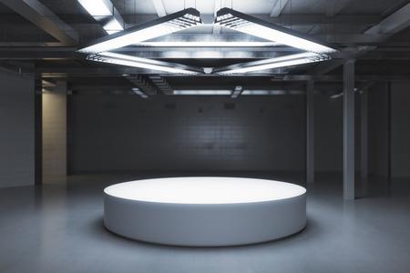 Donkere kamer met voetstuk. Tentoonstelling concept. Mock up, 3D rendering