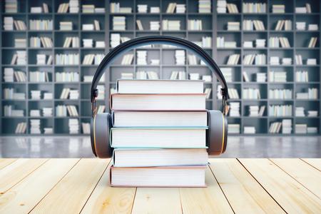 ヘッドフォンで図書館の本のスタック。3 D レンダリング。オーディオ ブックのコンセプト
