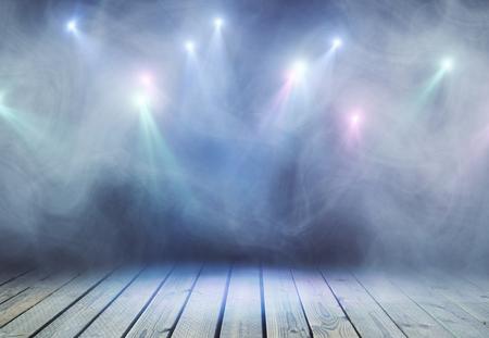 연기와 스폿 광원 추상 회색 무대. 프레젠테이션 개념