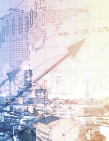 都市の背景に抽象的な外国為替チャート。金融の成長の概念。トーンのイメージ。二重露光