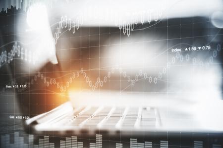 抽象的な外国為替ホログラムとぼやけて laptpop。資金管理の概念。トーンのイメージ。二重露光
