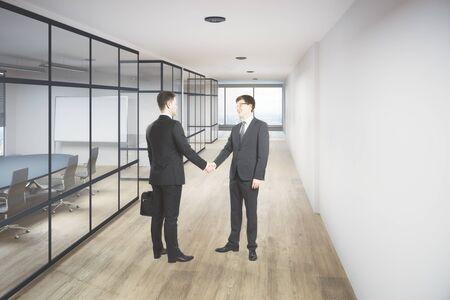 현대 사무실 복도 인테리어에 악수하는 기업인. 파트너십 개념입니다. 3D 렌더링