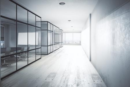 Interior moderno pasillo de la oficina con el equipo, vista a la ciudad y la luz del día. Representación 3D Foto de archivo - 84371547