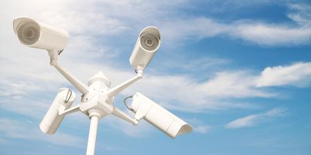 Witte kabeltelevisie-camera's op heldere blauwe hemelachtergrond. Veiligheidsconcept. 3D-weergave