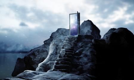 Bergstappen die tot abstracte open deur met mening over hemelachtergrond leiden. Succes concept. 3D-weergave