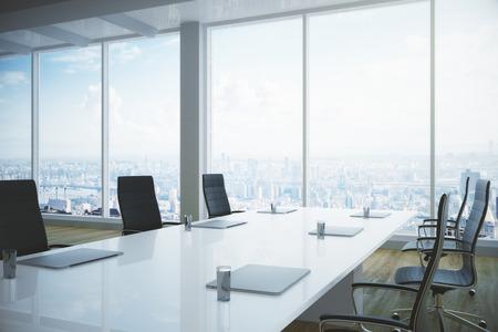 設備のある明るい会議室内部の側面図と市街のパノラマビュー。3D レンダリング