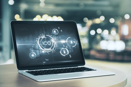 화면에 추상 ICO 인터페이스와 노트북입니다. 디지털 돈 개념입니다. 3D 렌더링