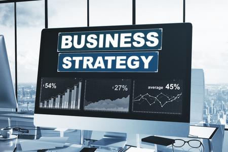 Local de trabalho com gráfico de estratégia de negócios na tela do computador. Conceito de pesquisa. Renderização 3D Foto de archivo - 89432085