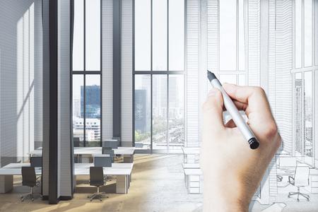 Hand die modern coworking bureaubinnenland met materiaal, panoramische stadsmening en zonlicht trekt. Architectuur en renovatie concept. 3D-weergave Stockfoto