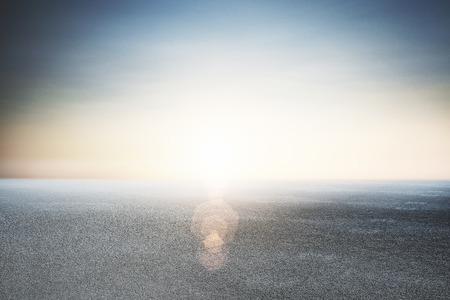 추상 아름 다운 아스팔트와 푸른 하늘 배경 스톡 콘텐츠 - 92390628