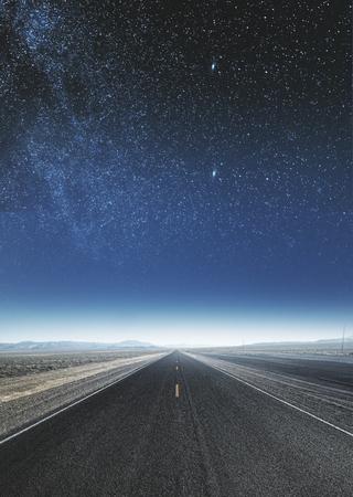 Fond de route de ciel créatif. Concept d'art et de papier peint