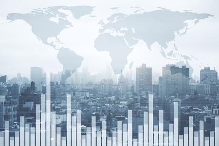 Concepto de acciones, negocios globales y finanzas. Gráfico de forex creativo y mapa en el fondo de la ciudad. Exposición doble