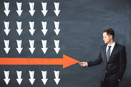 Businessman drawing red arrow on chalkboard wall background. Leadership and win concept 版權商用圖片 - 105682293