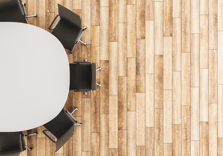 Vista dall'alto del tavolo da conferenza vuoto e sedie sul fondo del pavimento in legno. Mock up, rendering 3D