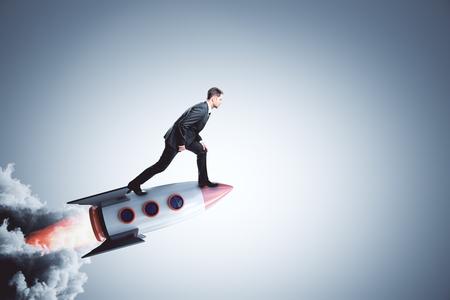 el hombre de negocios en el inicio creativo lanzamiento de inicio y el concepto de carrera . representación 3d