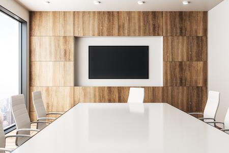 Intérieur de salle de réunion en bois contemporain avec bannière vide et vue panoramique sur la ville avec la lumière du soleil. Maquette, rendu 3D Banque d'images