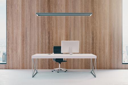 Interiore dell'ufficio moderno in legno con posto di lavoro, vista sulla città e luce diurna. Rendering 3D