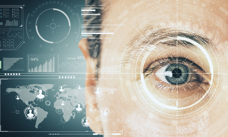 Cerca de la cara del hombre con interfaz de negocios digitales. Concepto de biometría y tecnología. Exposición doble