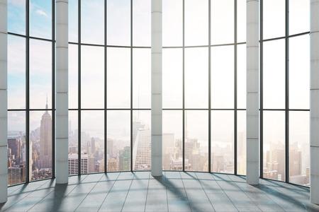 Intérieur de bureau moderne avec vue panoramique sur la ville de New York et lumière du soleil. Rendu 3D